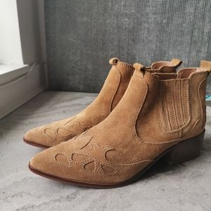 Size 40 tan Western Boots